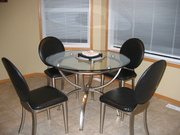'Ashley Furniture' Kitchen Table w/ 4chairs and 2 mtaching Bar Stools